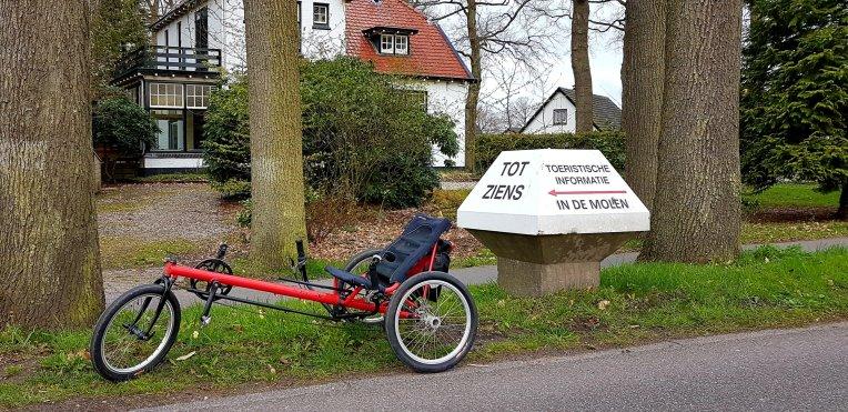 Da's een flinke fietspaddo in Vaassen!