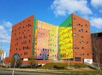 Dit gebouw in Deventer verandert van kleur als je er langs rijdt