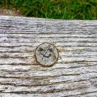 Op het bankje waar ik geluncht heb deze smiley 🙂
