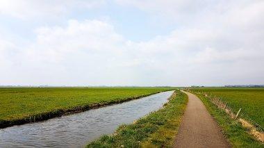 Het Lancasterpad dwars door de polders