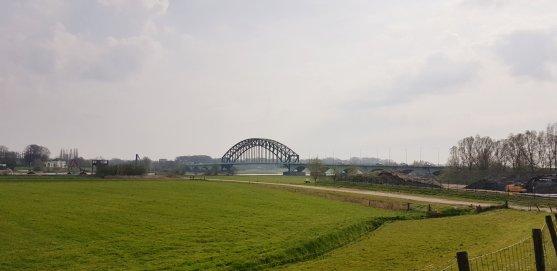 Een van de IJssel bruggen tussen Hattem en Zwolle