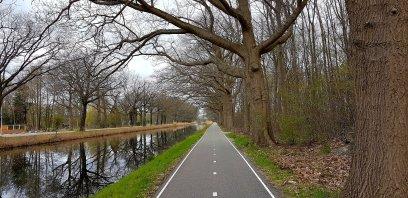 Het water van het Apeldoorns kanaal was pikzwart...
